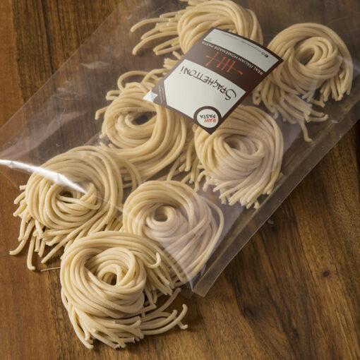 Dobre sveže domače testenine v obliki Spaghettoni iz Rawpasta Ljubljana