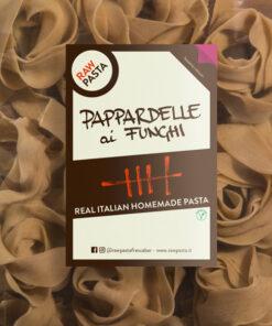 Dobre sveže domače testenine z okosum v obliki Široki rezanci z jurčki iz Rawpasta Ljubljana