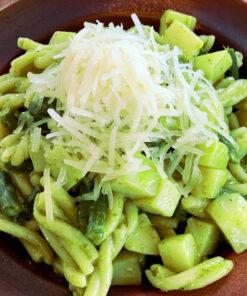 La buona e semplice ricetta per la pasta fresca artigianale con il Pesto alla Genovese di Rawpasta