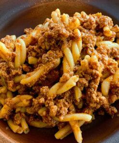 La gustosa e facile ricetta per la pasta fresca fatta in casa con il ragù all'emiliana di Rawpasta