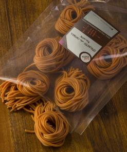 Sveže domače testenine z okusom Pikantni špageti na kitari Rawpasta Ljubljana