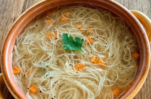 Dobra Recept za sveže domače testenine v mesni juhi Rawpasta Ljubljana